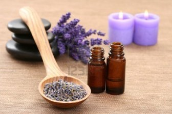 3981431-spoon-of-dry-lavender-and-aromatic-lavender-oil